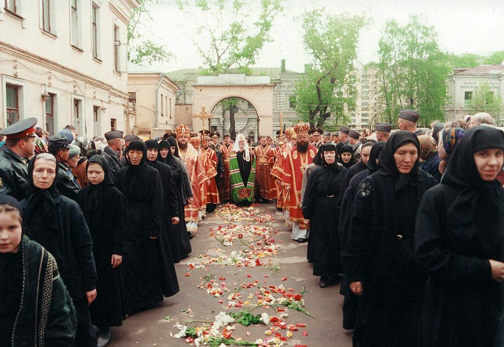 Встреча Святейшего Патриарха Московского и всея Руси Алексия II. Покровский женский монастырь. 2 мая 1999 г.