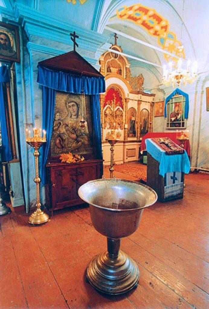 Храм Успения Пресвятой Богородицы в селе Себино Тульской области. Купель, в которой приняла Таинство крещения блаженная Матрона