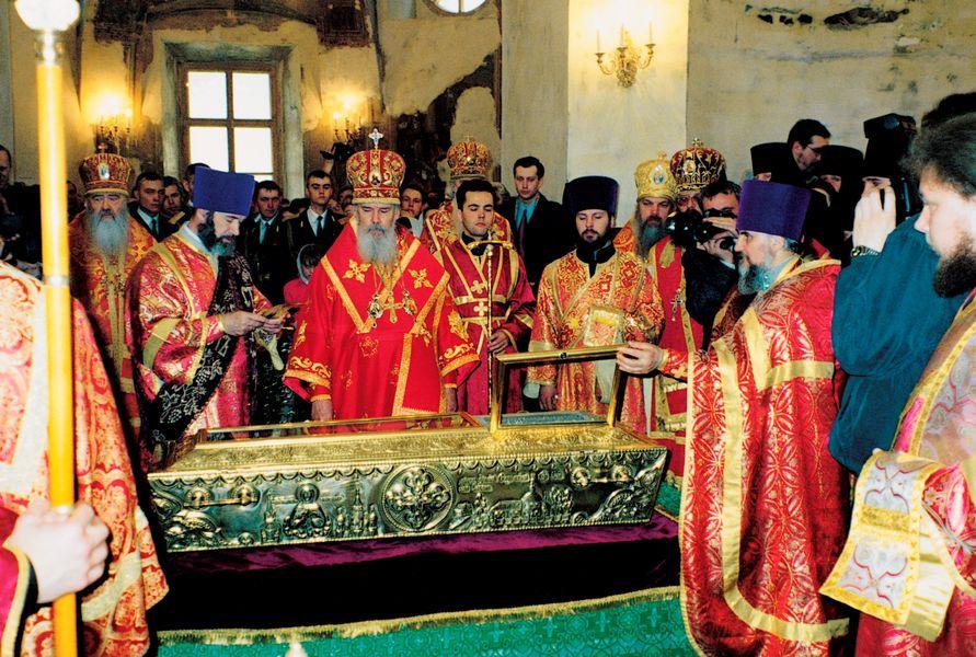 Чин канонизации блаженной старицы Матроны в Покровском ставропигиальном женском монастыре. 2 мая 1999 г.