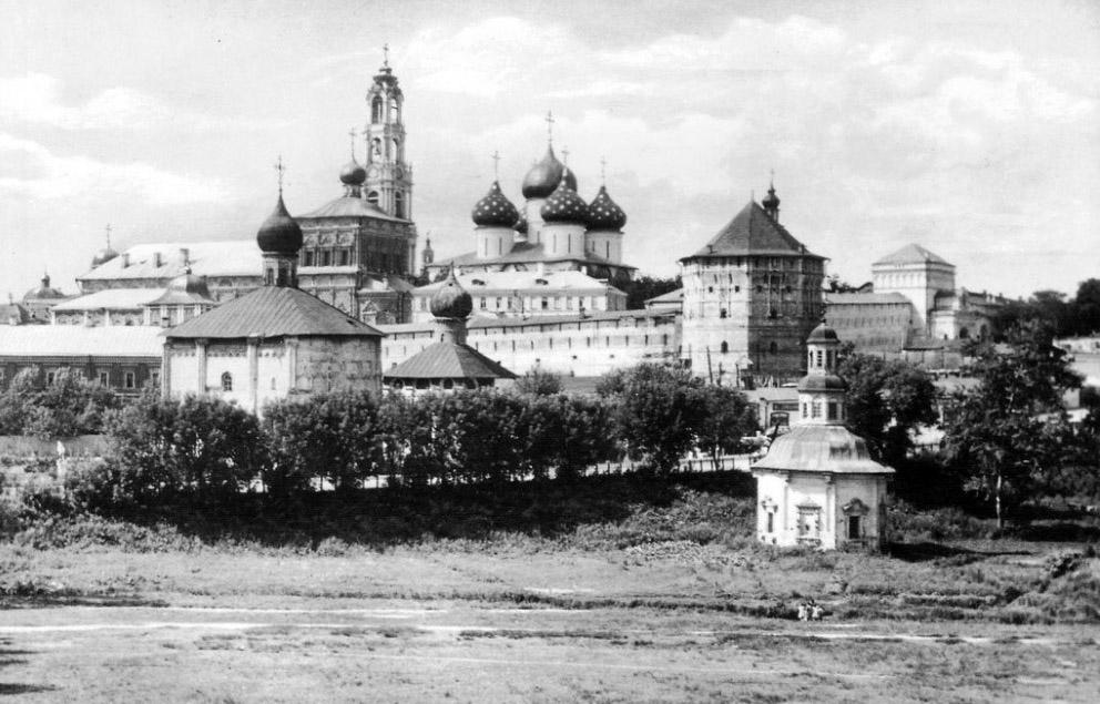 Свято-Троицкая Сергиева Лавра. В отрочестве Матроне представилась возможность паломничества в Лавру