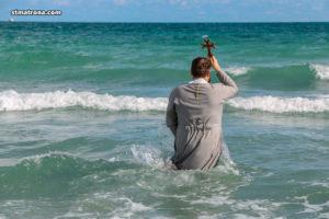 Четвертый год подряд на праздник Богоявления в Майами освятили воды океана