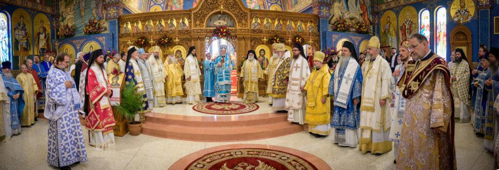 Иерарх Русской Зарубежной Церкви сослужил и причастился из одной чаши с иерархом Американской Архиепископии, в которую входит наш собор